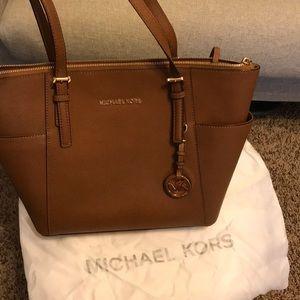 Michael kors authentic purse. Dust bag included